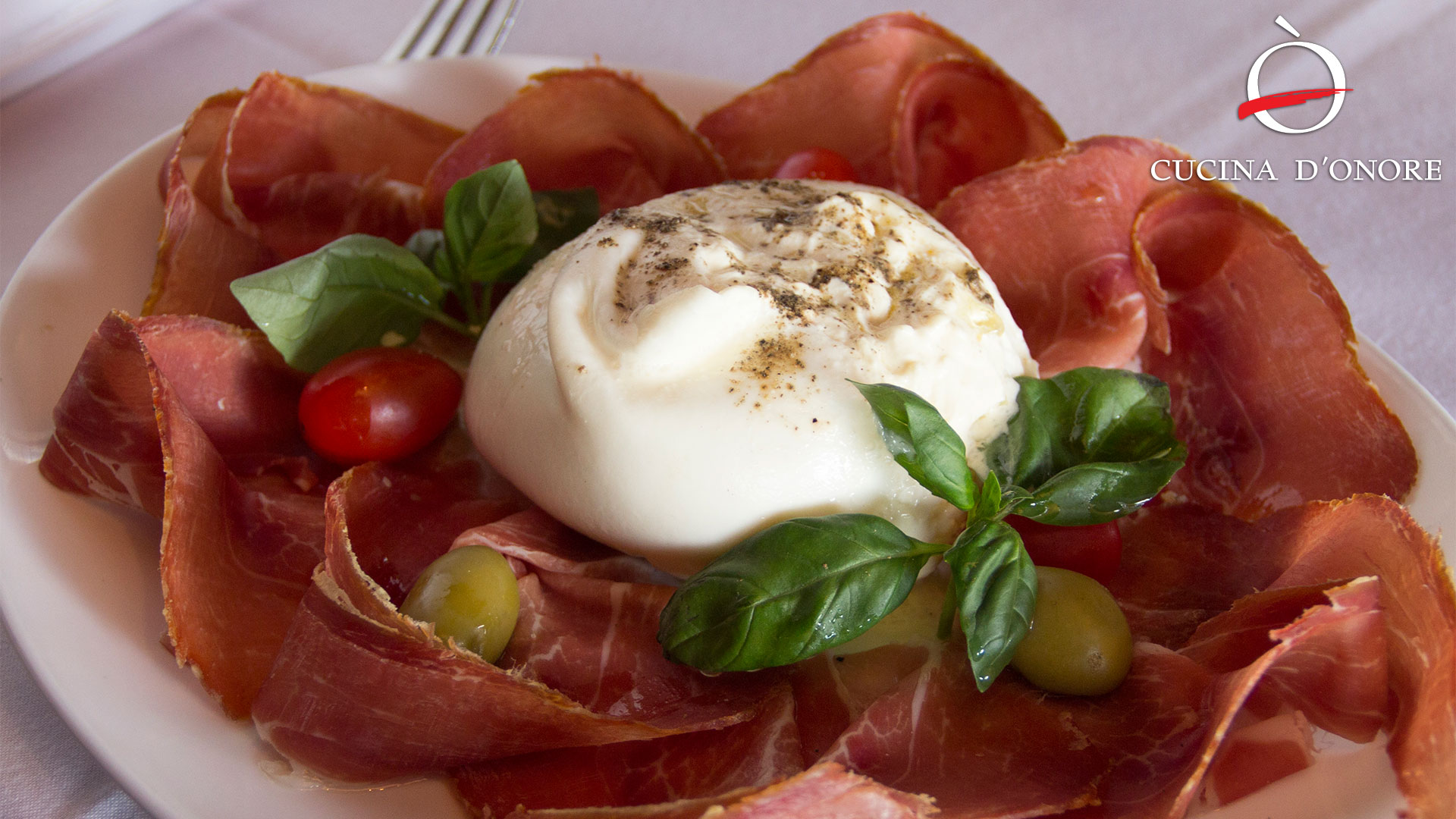 Antipasti - Crudo con burrata
